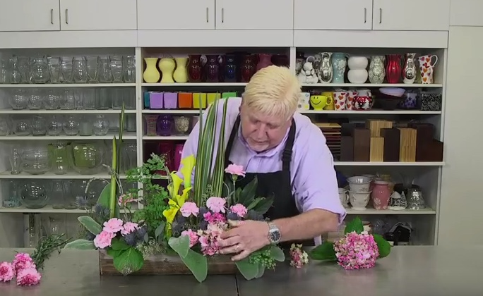 Tips and Tricks on how to Enhance Flowers using Design Master Colour Sprays